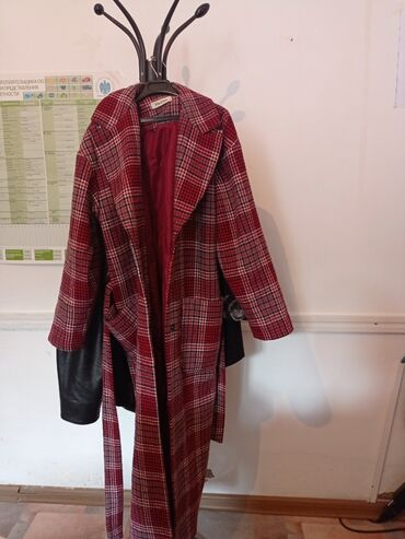 Продаю пальто максмара покупала за 2000 отдаю за 1000 сом, носила пару