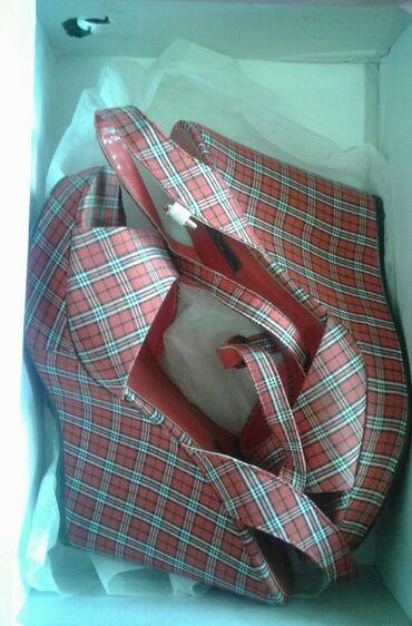 Размер всей обуви 37 1) красные босоножки-200 2) красные лабутены -50