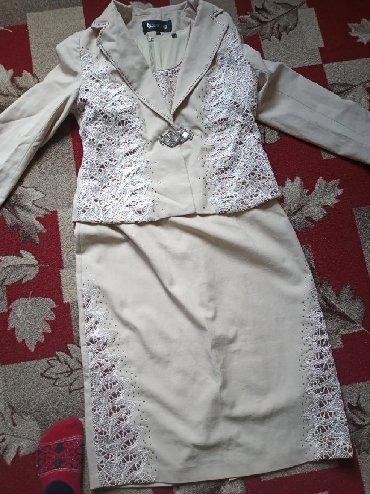 туника бежевая в Кыргызстан: Платья кастюм комплекть сиво лишь два раза одивал продаю 1200 сом цвет