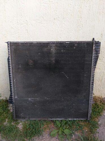 bmw kaplja в Кыргызстан: Продаю радиатор основной на BMW X5 e53 оригинал На нем нужно заменить