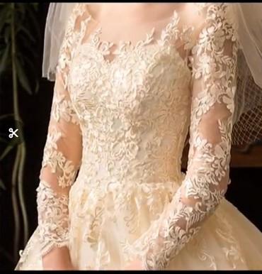 Свадебное платье с шлейфом. Цвет айвори, очень красивое! Сдаю в