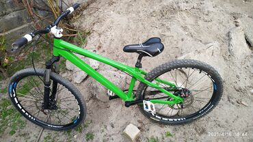велосипеды для малышей в Кыргызстан: Продаю Вел. Формат хорошем состоянии хороший накат. Задний диск 203