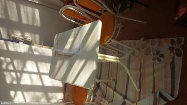 Стол качественый железный верх под мрамор  3 стула в Душанбе - фото 2