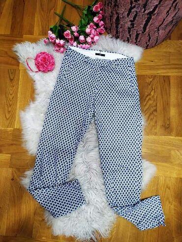 Prelepe H&M pantalone uz nogu Plavo bela sara Pamuknemaju