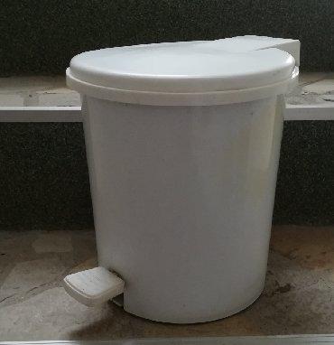 Ostalo za kuću   Vranje: Kanta za otpatke bele boje, unutrašnja kanta se vadi za izbacivanje