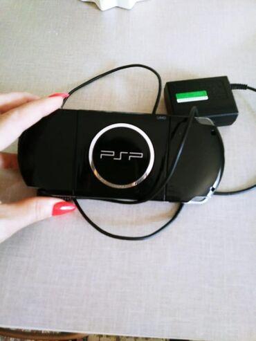 PSP (Sony PlayStation Portable) Azərbaycanda: Təcili satılır heç bir problemi yoxdur. Hazırda içində oyunlar var. Tə