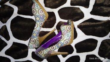 Женская обувь в Бает: Продаю туфли, каблук 12 см. 500 сом