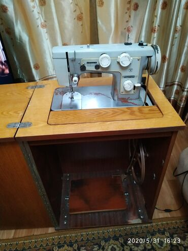 "shvejnuju mashinku podolsk 142 s tumboj в Кыргызстан: Продаю швейную машинку ""Подольск 142"""