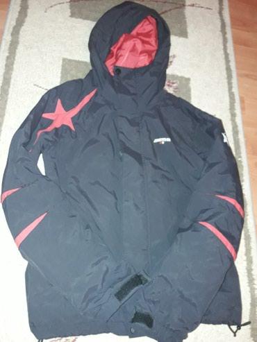 Ženska odeća | Vrsac: Jakna jesenja/zimska. Velicina s. Crna sa crvenim. Ne ostecena. Cena