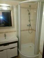Bakı şəhərində Türkiyənin künc duş kabinası.. ölçülüsü ətraflar 80 sm orta 90 sm What
