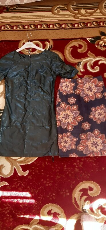 Платья под кож и юбка почти новые за все 1200