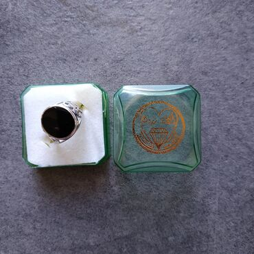 Серебряное кольцо (925). Кольцо практически новое (надевалось