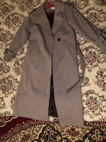 Пальто 2500,куртка(пуховик)1000сом