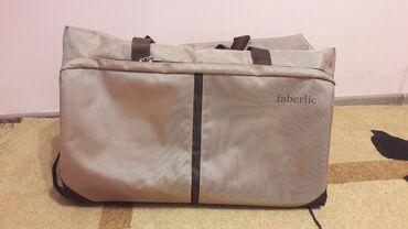 Фирменная дорожная сумка FABERLIC. Есть проём для обуви