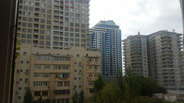 Bakı şəhərində Xetai metrosuna yaxin megafunla yan-yana 7/5das bina balkonun biri