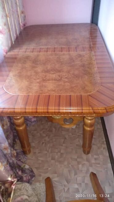 топчан из дерева в Кыргызстан: Продаю срочно стол 4 стула все идеально царапин нет 1.60 не