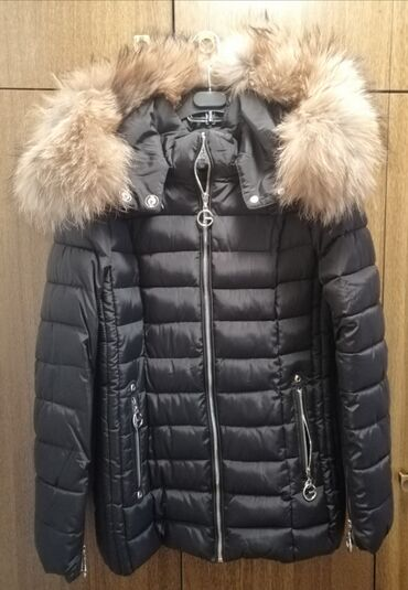 Zenska kapa - Srbija: Zenska jakna, M velicina, krzno rakuna na kapuljaci, poseduje kais