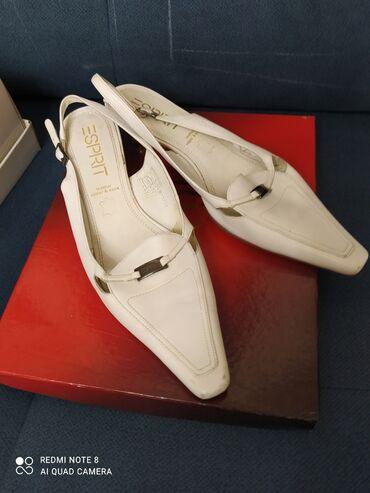 Кожаные туфли-босоножки белого цвета, маленький каблучок,классика