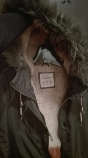 Jakna ovo - Srbija: Zenska Pull and bear,jakna,maslinasto-zelena. Jakna je malo komotnija