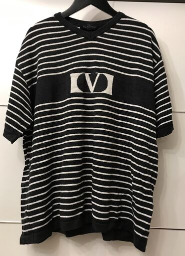 Original Valentino majica kao tanji dzemper.Nosen ali moze jos da se