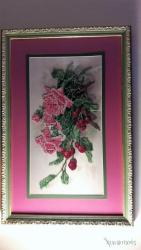 The RosesΚέντημα υφασμάτινο από χιλιάδες πολύχρωμες λεπτές χάνδρες σε