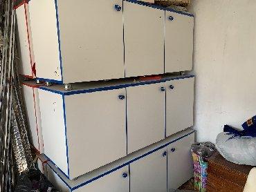 Продаются шкафчики 3 с синей окантовкой, 3 с красной окантовкой, в