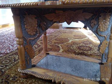 Ручная работа. стол зделан из ореховова дерева