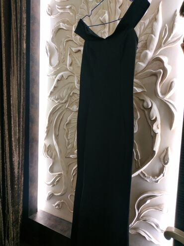 русалка в Кыргызстан: Продается чёрное платье, декольте 38 размер. Фасон русалки