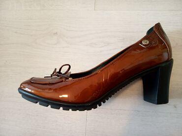 Italijanske kožne cipele,potpuno nove. Broj 38