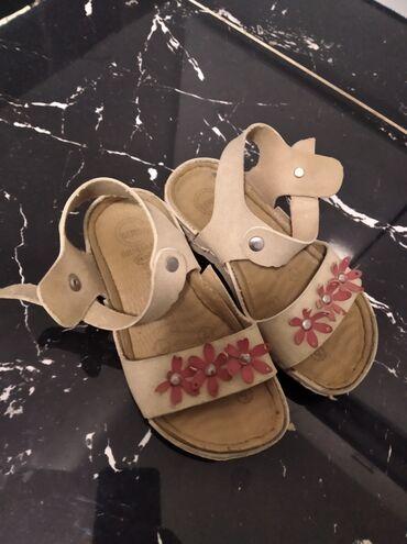 Sandalice za devojcicu,kozne i u odlicnom stanju jako povoljno br 27