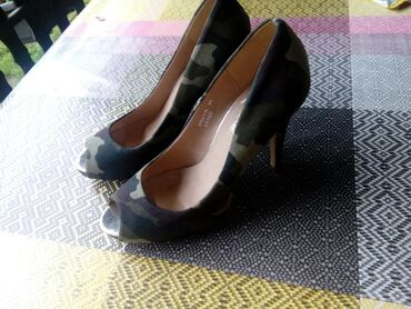 Pre cipelice broj - Srbija: Preslatke cipelice,jednom na kratko nosene, promasen broj,40. Stanje