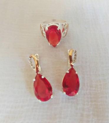 серебряный комплект с красными камнями в Кыргызстан: Комплект из трех изделий с красивым красным камнем. Размер кольца 20мм