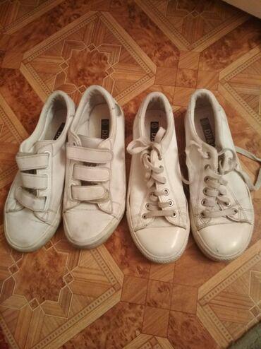 36 и 37 белые кроссовки, экокожа, в хорошем состоянии, целые.Отдам за