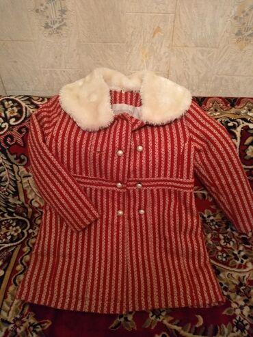 uşaq paltosu - Azərbaycan: Uşaq qız paltosu 8-9 yaş.çox keyfiyyətli paltodu.materialı