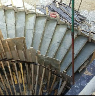 Bakı şəhərində Beton pilləkanların yığılması