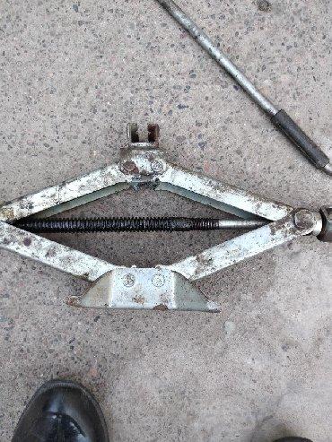 Инструменты для авто в Ак-Джол: Домкрат для легковых авто