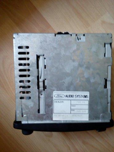 Radio kasetofon za Ford-a model 4000RSD Proizvođač - Vrbas