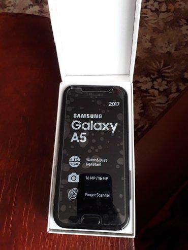 Bakı şəhərində Samsung a5 2017 tep tezedi hele arxa plyonkasi ustundedi tam orjinaldi