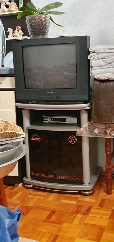 Televizorlar Qobustanda: Телевизор -40 ман подставка 30 ман.все в идеальном состоянии