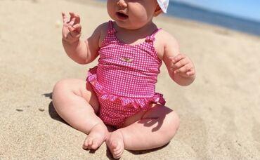 Супер качественный фирменный купальник на 6-12 месяцев. Песочник 12-1