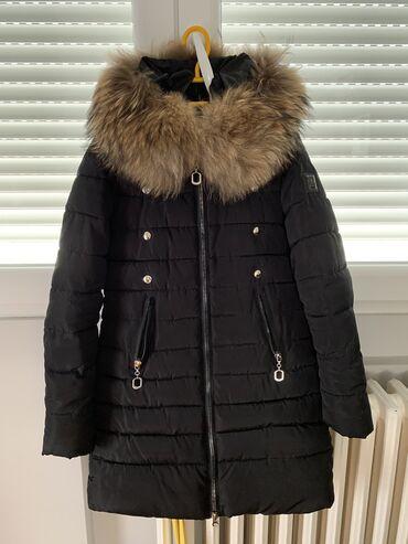 Zimska jakna sa pravim krznom, kao bogner, odgovara devojci oko 1m70