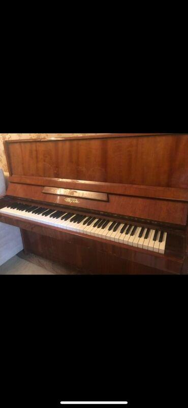 Пианино, фортепиано - Азербайджан: Piano satilir koklenibdi 160 azn unvan sumqayit Nahide