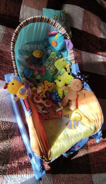шезлонг для грудничков в Кыргызстан: Шезлонг  Три положения В хорошем состоянии Игрушки в подарок