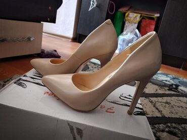 Продаю туфли новые и бУ за 500сом  35и 33 размер  Город карабалта