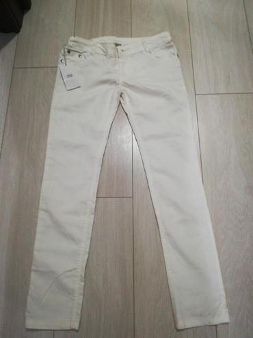 джинсы размер xs в Кыргызстан: Продаю АБСОЛЮТНО новые подростковые женские джинсы. Размер XS. Причина