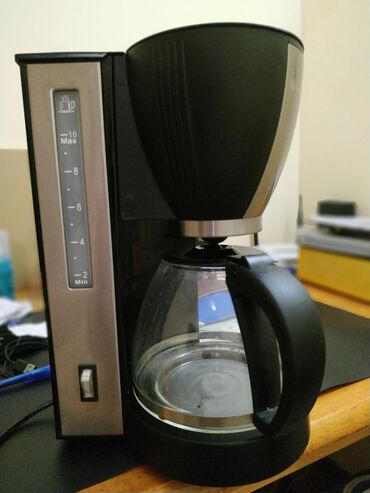 Кофеварка VITEK в хорошем состоянии, варит молотый кофе