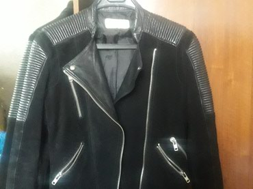 Куртка женская, в отличном состоянии, размер s. Черного цвета, одевала