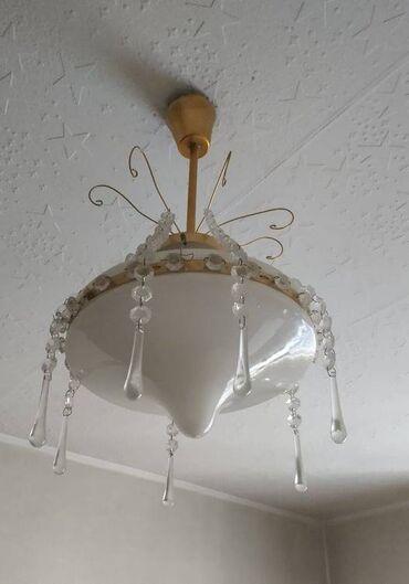 Светильник ЛЮСТРА продается. Плафон стеклянный, подвески