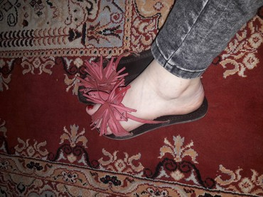 Papuce crvene broj 36 a japanke 38 po 300din - Kraljevo