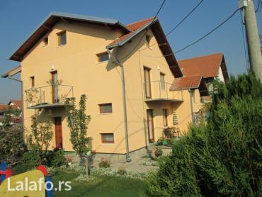 Kuća na Altini. Ima garažu, podrum, pomoćne prostorije, tri - Belgrade